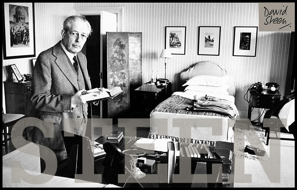 HAROLD MACMILLAN, HIS BEDROOM, BIRCH GROVE, ENGLAND, 1963