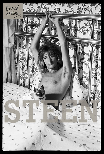ROD STEWART, HIS BED, BEVERLY HILLS, LOS ANGELES, MARCH, 1976
