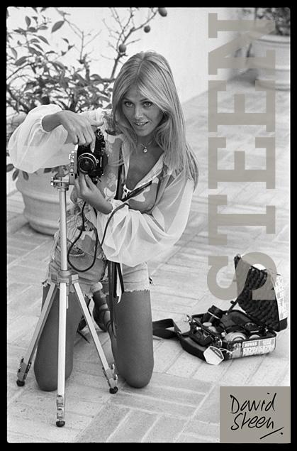 BRITT EKLAND, POOLSIDE, PHOTOGRAPHING ROD STEWART, BEVERLEY HILLS, 1976