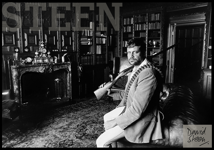 OLIVER REED, HIS HOME, BROOME HALL, ENGLAND, 1975