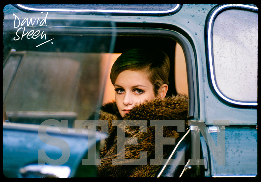 TWIGGY, AT DAVID STEEN'S HOME, SURREY, 1967