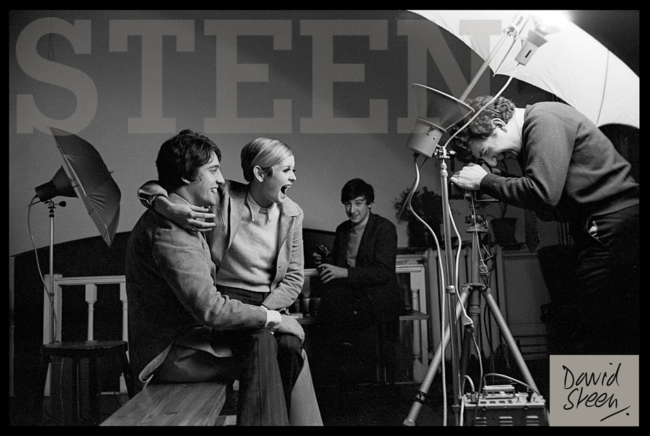 TWIGGY AND HER MANAGER DURING A PHOTOSHOOT
